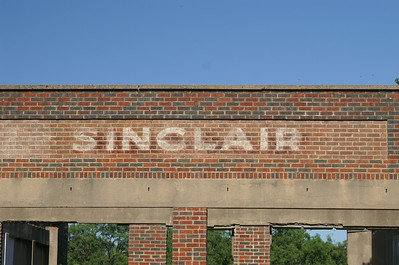 Abandoned Sinclair gas station in Talpa, TX.