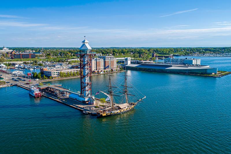 Bicentenial Tower & Niagara 20 x 30
