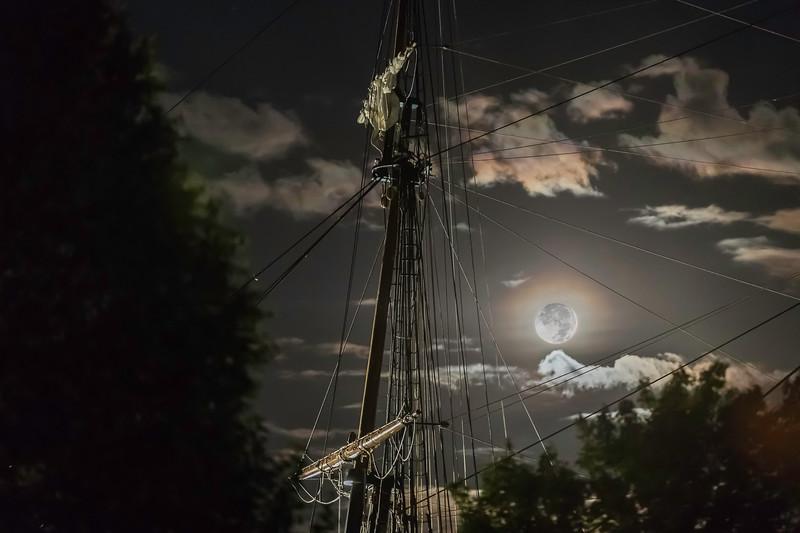 Niagara Moon 20 x 30