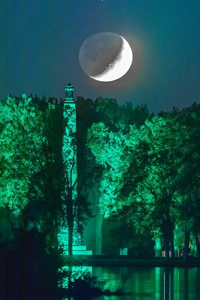 Moon & Monument 20 x 30