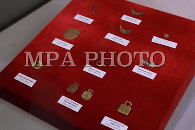 """2019 оны наймдугаар сарын 16. Дархадын хотгорын сав нутгийн археологийн судалгааны """"Умард Монгол"""" төслөөс 700-800 жилийн тэртээ мөнх цэвдэгт хадгалагдсан, дэлхийн археологийн судалгаанд нэн ховорт тооцогдох олдворуудын талаар мэдээлэл хийлээ. ГЭРЭЛ ЗУРГИЙГ Г.БАЗАРРАГЧАА/MPA"""