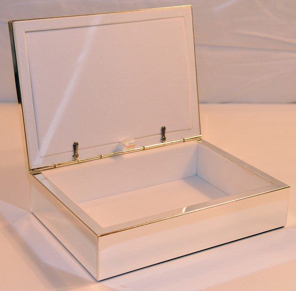(interior of jewelry box.)