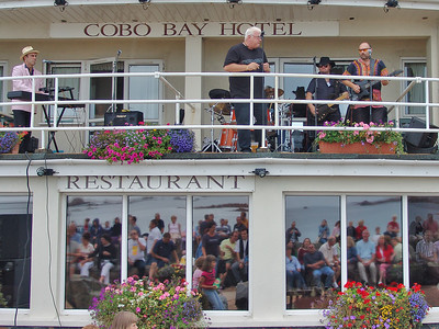 2004-08-15, Cobo Bay Hotel, Balcony Gig, 60's All Stars
