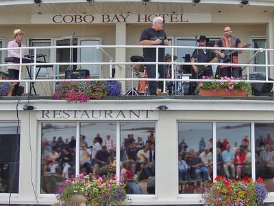 2004-08-15, Cobo Bay Hotel, Balcony Gig, 60's All Stars