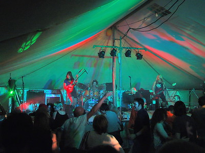 2004-08-29 L'Eree Aerodrome, West Show, Music Tent, Lucy and the Allstars, Moojoose, Playgirls