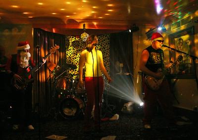 2004-12-15 Doghouse, Moojoose
