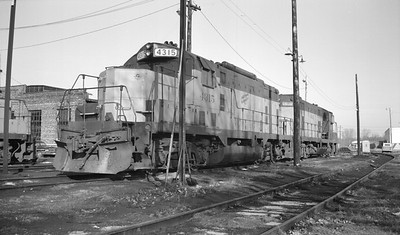 2014.015.02.0196--gilford heath 116 neg--C&NW--diesel locomotive 4315--Madison WI--1973 0203