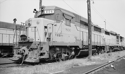 2014.015.02.0173--gilford heath 116 neg--C&NW--diesel locomotive 806--Madison WI--1972 0800