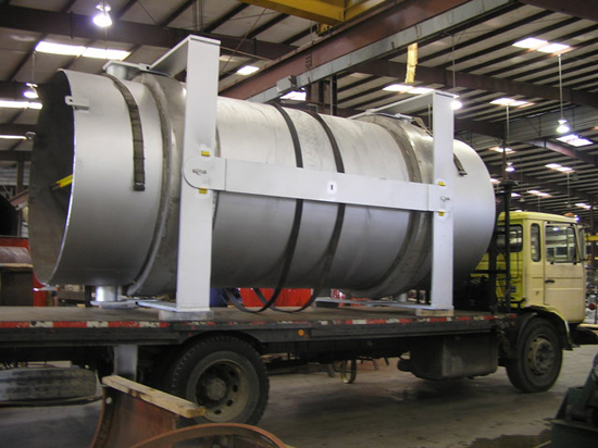 Double gimbal expansion joint for a chemical plant