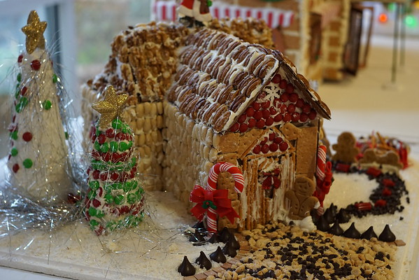 Gingerbread Houses at the Jewish Home