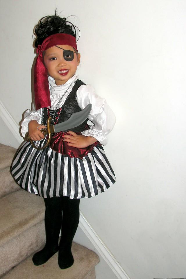 2011 10 31 Pirate Girl (1) 4x6 offset