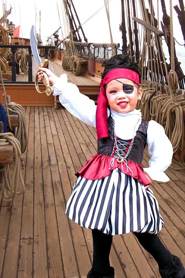 2011 10 31 Pirate Girl