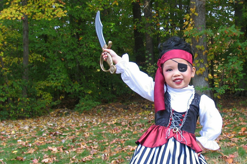2011 10 31 Pirate Girl Outside (2) 4x6 upclose offset