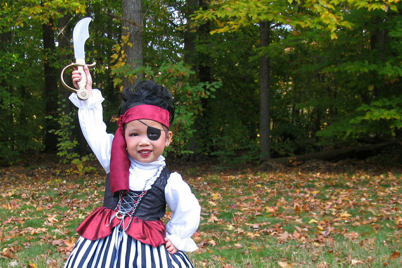 2011 10 31 Pirate Girl Outside (1) 4x6 Upclose