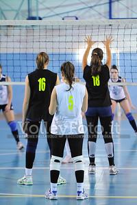 """Volley 4 strade Rieti - Mesagne Volley   5º Torneo Nazionale Pallavolo Under 16 Femminile """"Edil Rossi per lo sport"""" Memorial """"Tomasso Sulpizi"""" - Seconda fase: quarti e semifinali (id: 2013.12.28._MBD9344)"""