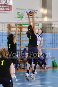 """Volley 4 strade Rieti - Mesagne Volley   5º Torneo Nazionale Pallavolo Under 16 Femminile """"Edil Rossi per lo sport"""" Memorial """"Tomasso Sulpizi"""" - Seconda fase: quarti e semifinali (id: 2013.12.28._MBD9370)"""