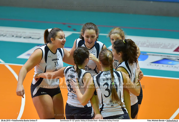Semifinale 9º-12º posto: Volley 4 Strade Rieti - Rinascita Volley Firenze 7º Trofeo Nazionale Under 16 Femminile - 5º Memorial Tomasso Sulpizi.  PalaGiontella Bastia Umbra PG, 28 Dicembre 2015. FOTO: Michele Benda © 2015 Volleyfoto.it, all rights reserved [id:20151228.MB2_2449]