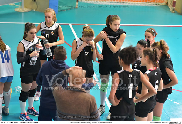Semifinale: School Volley Bastia - BGV Pontedera 7º Trofeo Nazionale Under 16 Femminile - 5º Memorial Tomasso Sulpizi.  PalaGiontella Bastia Umbra PG, 28 Dicembre 2015. FOTO: Michele Benda © 2015 Volleyfoto.it, all rights reserved [id:20151229.MB2_3330]