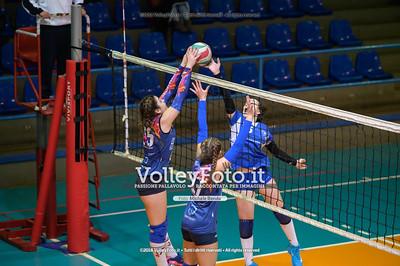 """Under14 «Roma Volley Group - Cortona Volley AR» - 8º Memorial """"Tomasso Sulpizi"""" • 10º Trofeo Nazionale Volley U14 & U16 Femminile IT, 28 dicembre 2018 - Foto: Michele Benda per VolleyFoto.it [Riferimento file: 2018-12-28/NZ6_4808]"""