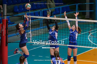 """Under14 «Roma Volley Group - Cortona Volley AR» - 8º Memorial """"Tomasso Sulpizi"""" • 10º Trofeo Nazionale Volley U14 & U16 Femminile IT, 28 dicembre 2018 - Foto: Michele Benda per VolleyFoto.it [Riferimento file: 2018-12-28/NZ6_4782]"""