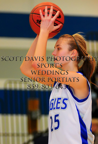 Scott, Jill Buntin (25) looks to pass the ball(The Journal news/Scott Davis)