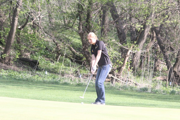 Girls golf at Rock River Golf Club 4-21