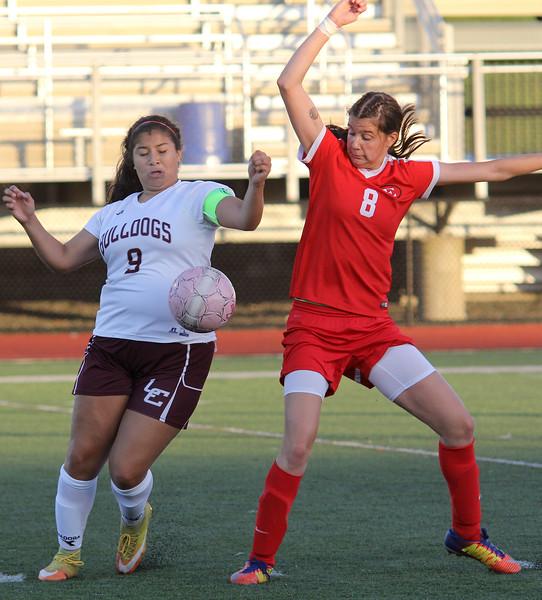 Lynn, Ma. 10-3-17. Alexa Zayas, 9, challenges Carolann Cardinale, 8, of Everett in a game in Mannig Field today.