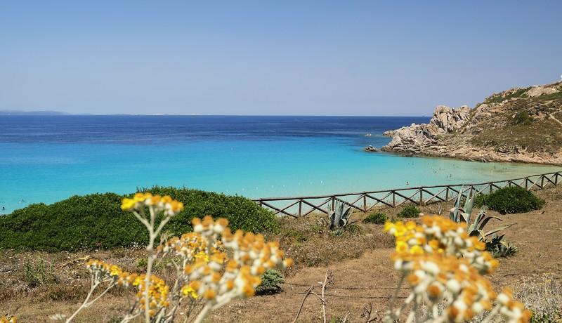 Spiaggia rena bianca, piû volte premiata con la bandiera blu a santa teresa di gallura che si erge proprio difronte alle bocche di bonifacio fondata da emanuele di savoia