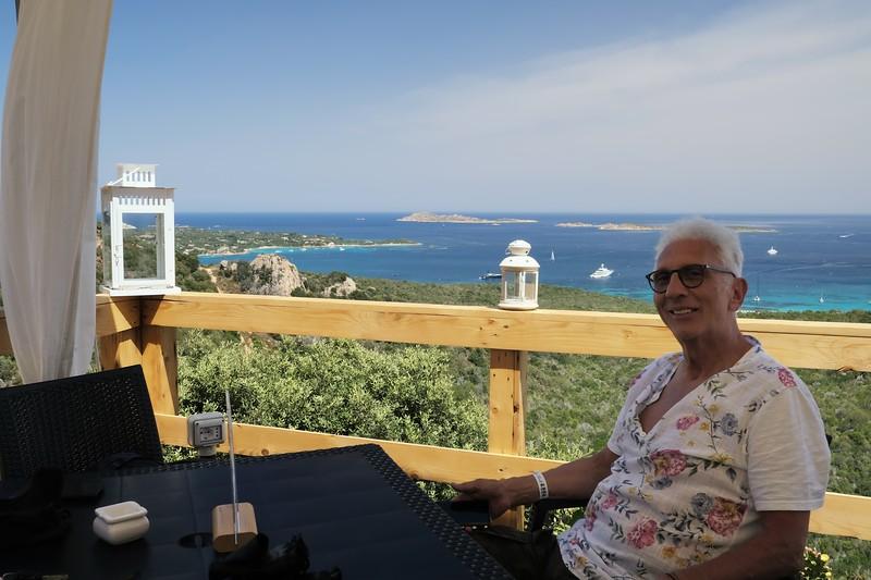 Sosta spuntino sulla panoramica con veduta sulle spiaggie di liscia ruja e romazzino