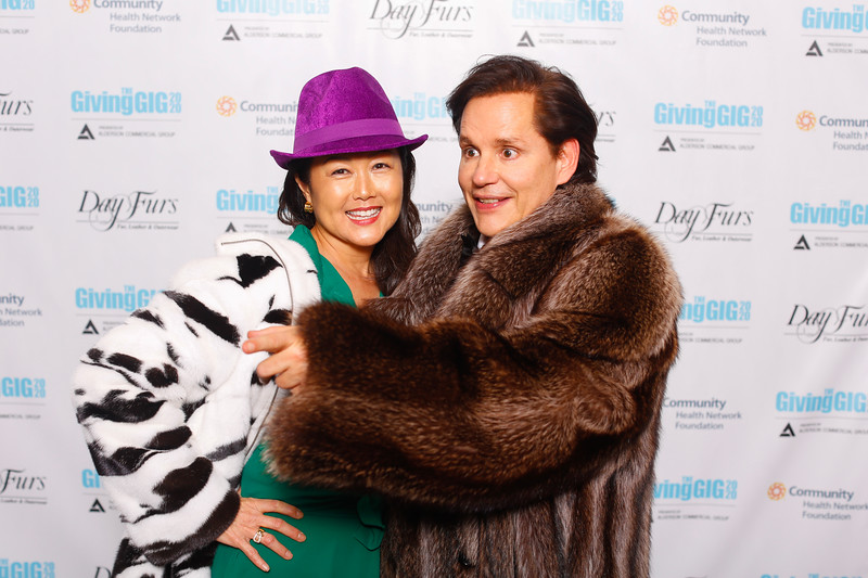 A-KH-Giving Gig-Step-Repeat-310