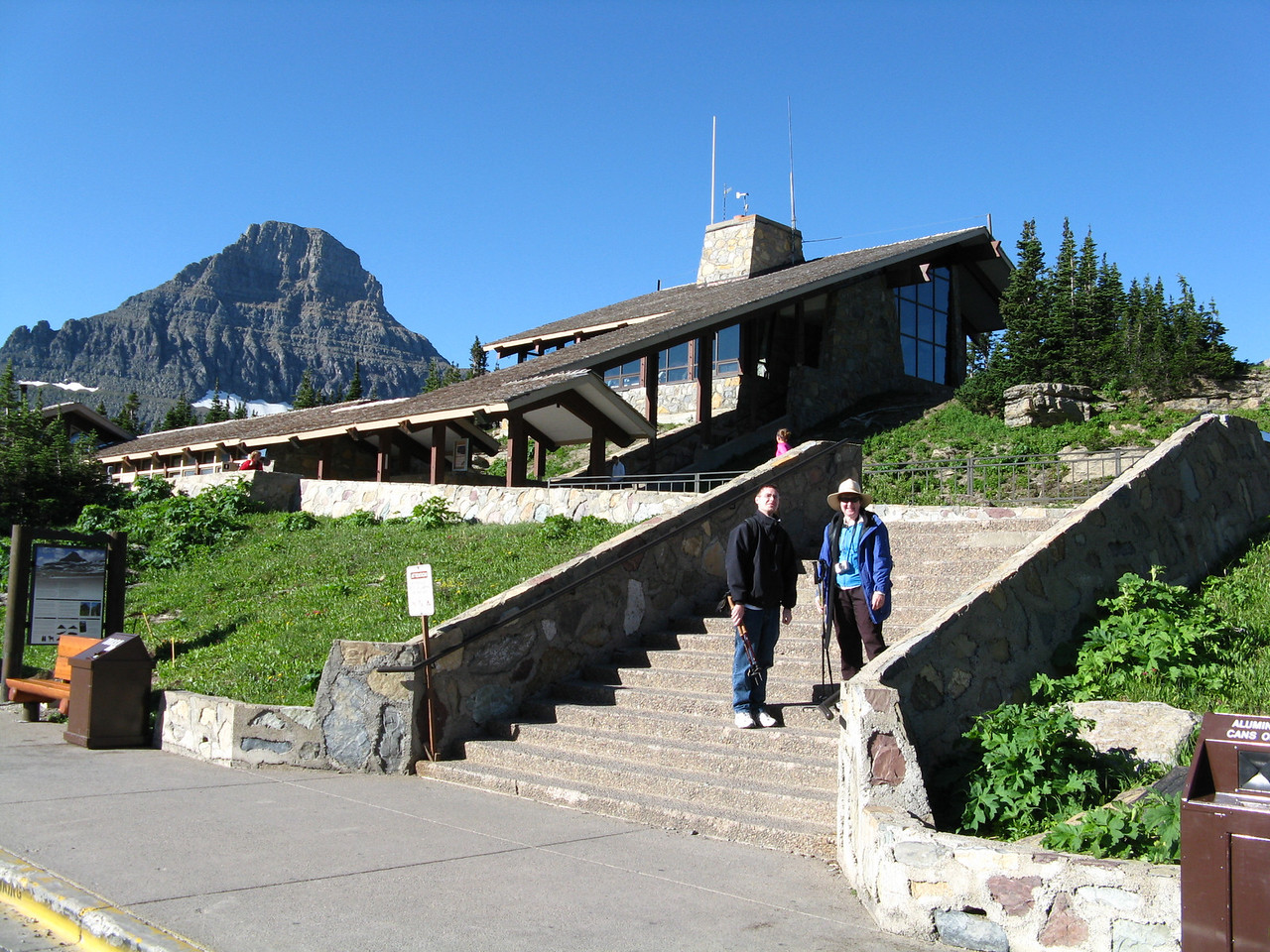 On Monday, August 4, 2008, we arrived at the Logan Pass Visitor Center early.  We had no trouble finding a parking space.