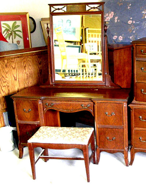 CLEARANCE VALUE ITEM - Beautiful Mahogany Vanity in Great Condition.  The Vanity measures 48 x 18 30.    <b>Please call (989) 246-1100 for current price.</b>