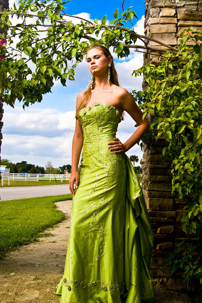 IMAGE: http://galleries.anthonywphotography.com/Glamour-and-Fashion/Sarah/Sarah-83-of-129/606908637_YB6oo-L.jpg