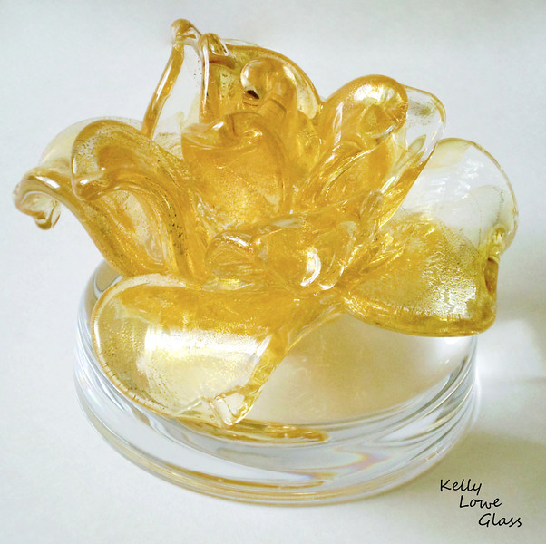 "<p></p> <h1 style=""margin:0px;""><font size=""4""><b>Sculpted Glass Flower</b></font></h1> A sculpted flower covered in 23 karat gold leaf mounted on a clear glass base.  <i><a href=""/Custom/Awards-and-Commissions/"" target=""_blank"" title=""Awards and Commissions - Kelly Lowe Glass."">Click here to go to the awards and commissions information page (link opens in a new window</a></i>  <i><a href=""/Glass/Awards/"" title=""Awards Sample Gallery"">If you are not on my main gallery of sample custom awards, click here to return there now</a></i>"