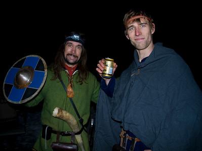 Styrmir og Alli, oft kenndur við útlaga, dreypa á ljúfum viking.