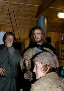 Jón lætur menn sína og konur ekkert komast upp með neitt múður og mundar sverðið.