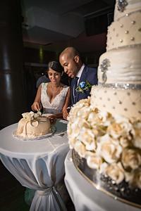 GLE_1619_Glendaly_cake_ReadyToGoPRODUCTIONS com_new York_wedding