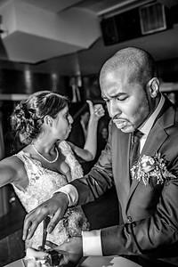 GLE_1630_Glendaly_cake_ReadyToGoPRODUCTIONS com_new York_wedding