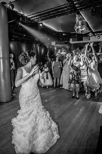 GLE_1651_Glendaly_cake_ReadyToGoPRODUCTIONS com_new York_wedding