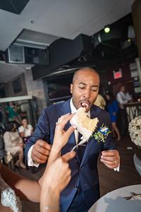 GLE_1620_Glendaly_cake_ReadyToGoPRODUCTIONS com_new York_wedding