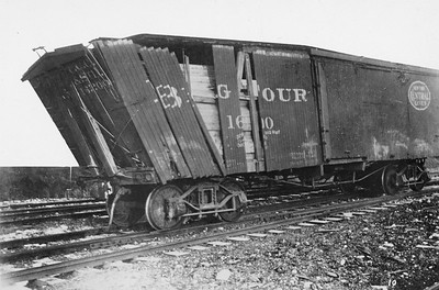 2011.008.0213.18--glenn guerra collection 4.5x6.5 print--CCC&StL--before photo of shifting load damage to wooden boxcar--location unknown--no date