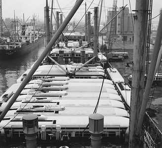 2009.002.002--glenn guerra collection 8x10 print [Eric Trussler]--TTC--company PR photo of retired PCC cars being loaded on boat to ship to Egypt--Toronto ON--1968 0700