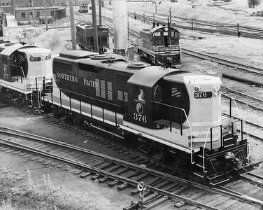 2009.002.011--glenn guerra collection 8x10 print [Russell Schweizer]--NP--company PR photo of new EMD diesel locomotive 376 at locomotive facility--location unknown--1960 0000