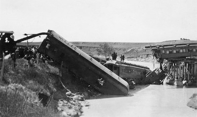 2011.008.PW.03--glenn guerra collection print--C&NW--wreck scene at Cottonwood Creek--9 mikes west of Chadron NE--c1916 0000