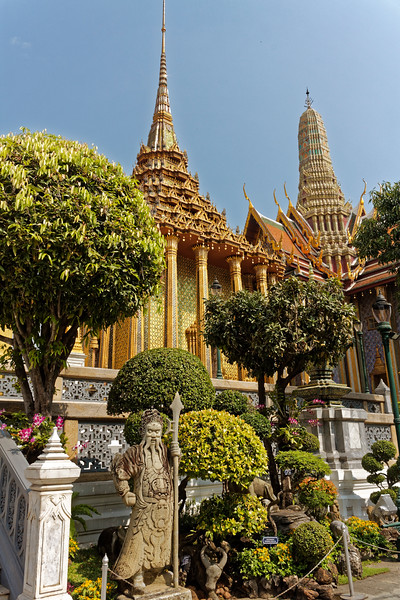Phra Mondop and the top of Prasat Phra Thep Bidon from within the temple grounds