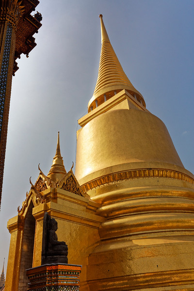 Phra Sri Rattana, the Golden Chedi