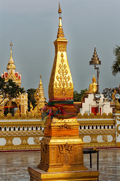 A miniature gold version of the temple's main <i>chedi</i>