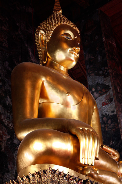 A close-up view of the magnificent Sri Sakyamuni Buddha