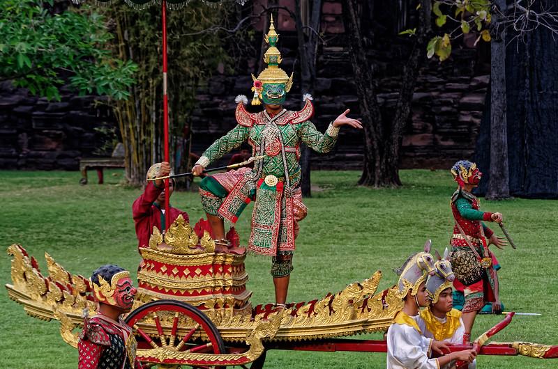 Ravana arrives on his war chariot.