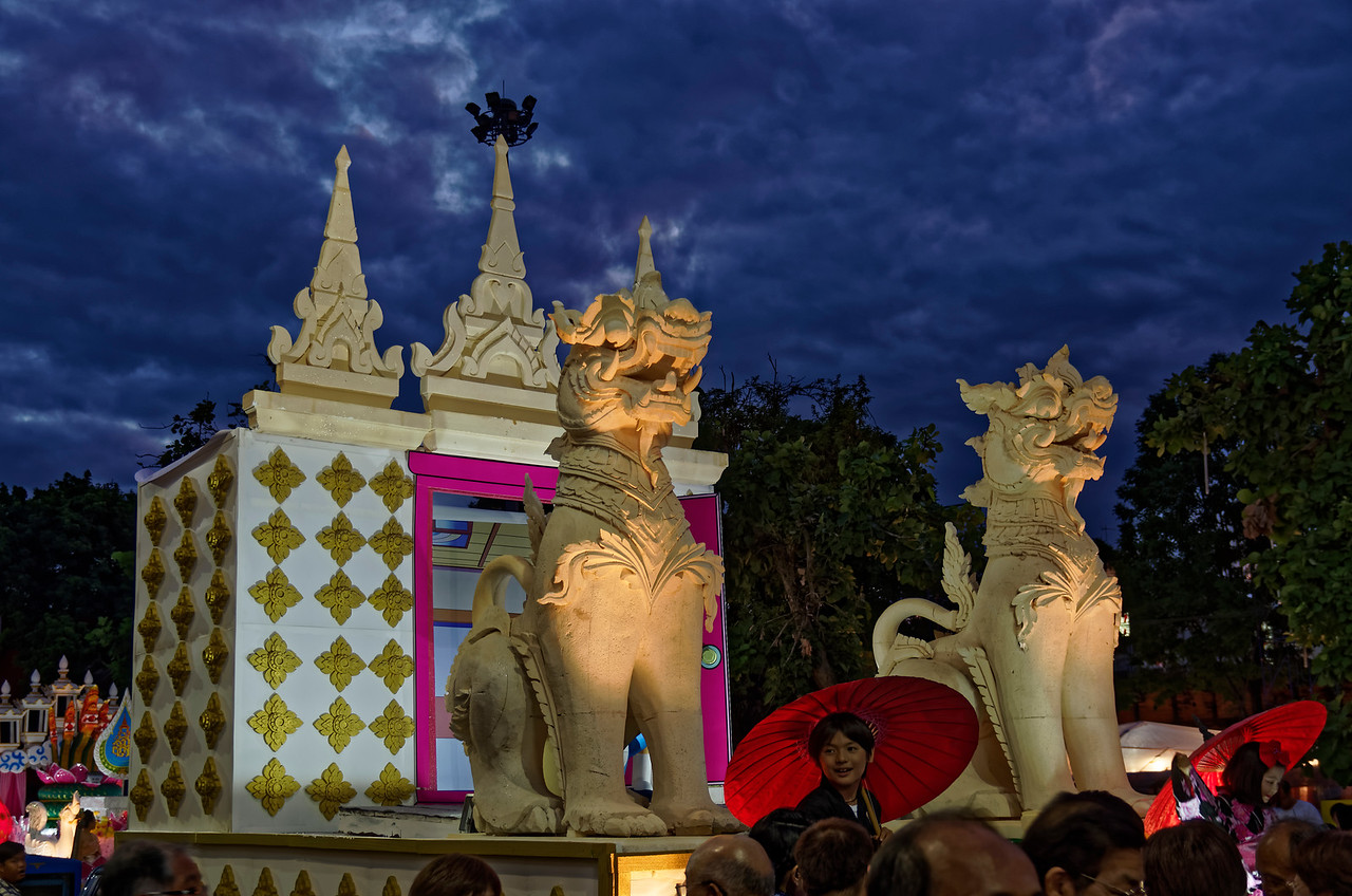 This float featured replicas of Burmese-style <i>chinte:</i> temple guardian lions.